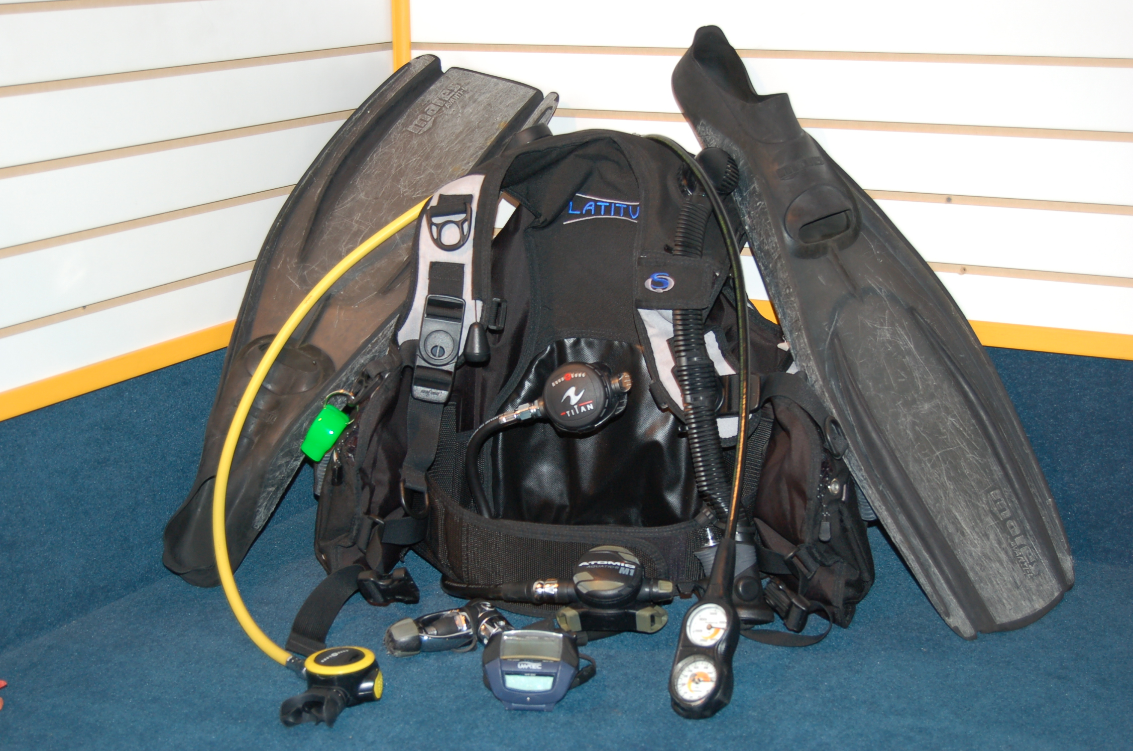 Used scuba gear one world dive travel blog for Scuba dive equipment